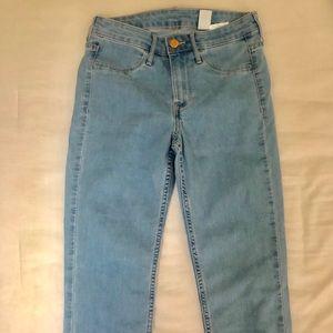 Light blue H&M jeans 😼